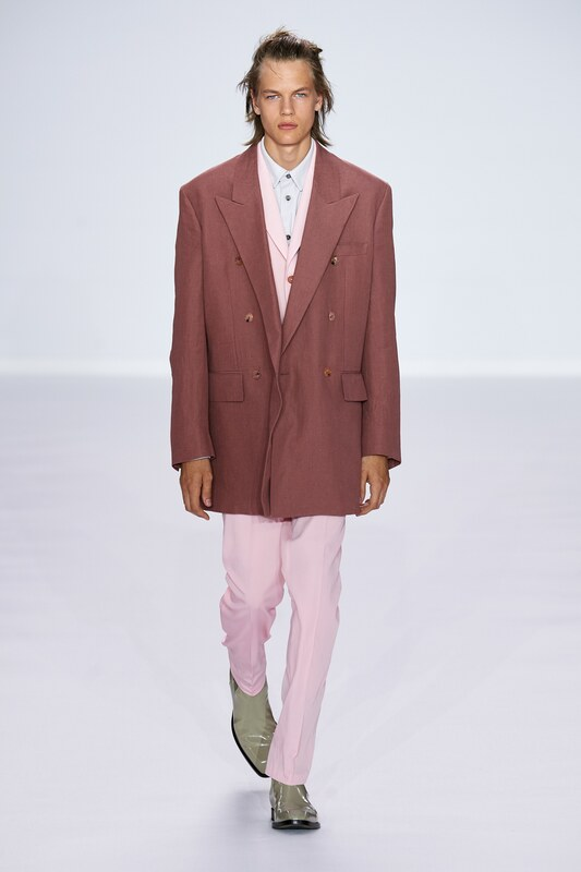 Spring Summer 20 Menswear, Paul Smith, Oversized Tailored Double Breasted Suit in Brown & Millennial Pink Combination